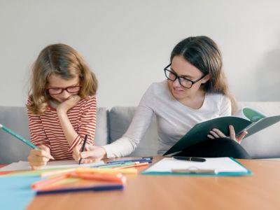 Da li je za kvalitetan razvoj deteta bolje da se ono prepusti logopedu ili je bolje da je roditelj taj koji je angažovan u razvoju svog deteta? Rešenje je saradnja.