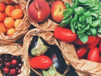 Mnogi zaziru od sve većeg korišćenja hemijskih sredstava u cilju povećanja proizvodnje hrane i većeg profita. Zato se sve više traži hrana proizvedena bez upotrebe hemijskih pesticida, hormona rastenja, antibiotika, konzervanasa i drugih hemikalija.