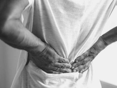 Nefrolitijaza se definiše kao prisustvo kamena u sabirnim tubulima, u čašicama i karlici bubrega. Kamenci su klinički značajni jer mogu izazvati opstrukciju normalnog protoka mokraće, pospešiti nastanak urinarne infekcije,a mogu izazvati i jak bol.